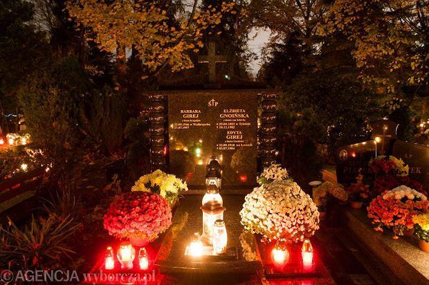 Zdjęcie numer 9 w galerii - Cmentarze najpiękniej wyglądają nocą. Zobacz zdjęcia z wrocławskiej nekropolii