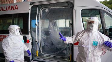 Epidemia koronawirusa we Włoszech - pracownicy szpitala w Rzymie