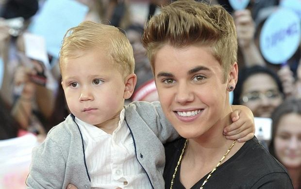 Justin Bieber z bratem