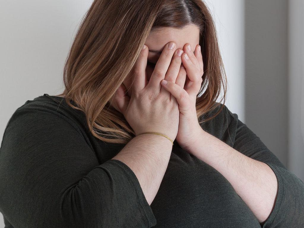 Ta kobieta twierdzi, że ogromny biust zrujnował jej życie miłosne. 'Moje piersi nie chcą przestać rosnąć'