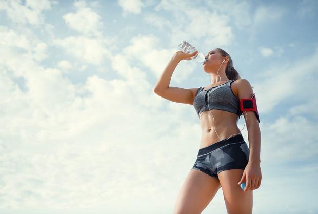 Podczas treningu w upalny dzień bardzo ważne jest odpowiednie nawodnienie organizmu