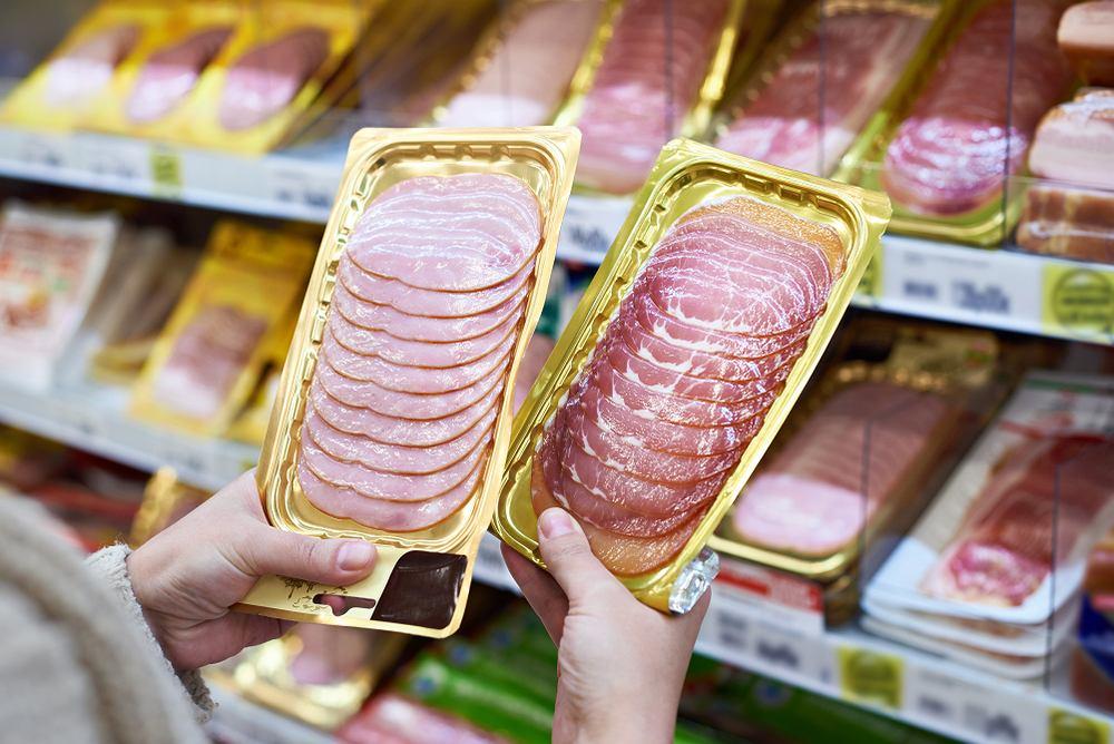 Fosforany najczęściej wykorzystywane są wędlinach, owocowych jogurtach, pieczywie, serze żółtym, a także dżemach i słodzonych napojach typu cola