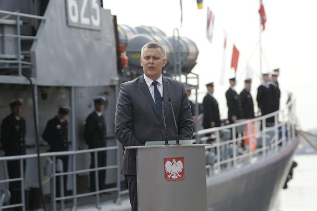 2015 rok, ówczesny szef MON Tomasz Siemoniak podczas wodowania niszczyciela min 'Kormoran II'