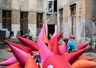 """Kolorowy dmuchany jeż powstał na Przedmieściu Oławskim w ramach """"Wejścia od podwórza"""". To jeden z projektów Europejskiej Stolicy Kultury - Zdjęcia"""