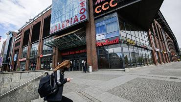 Od poniedziałku, 4 maja rząd oficjalnie rozpoczyna drugi etap odmrażania polskiej gospodarki. Jak będą wyglądały zakupy w galerii?