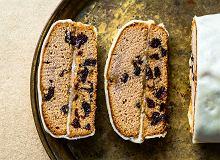 Piernik kawowy przekładany marcepanem i powidłami, obłożony marcepanem - ugotuj