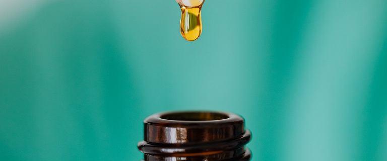 Serum olejowe: skoncentrowany eliksir piękna. Kosmetyk od Creamy ma witaminę C i nawilża