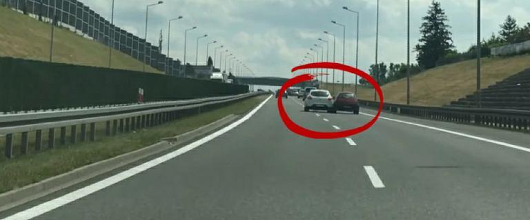Bielsko-Biała. Jechał S1 i spychał samochody. Poszukuje go policja
