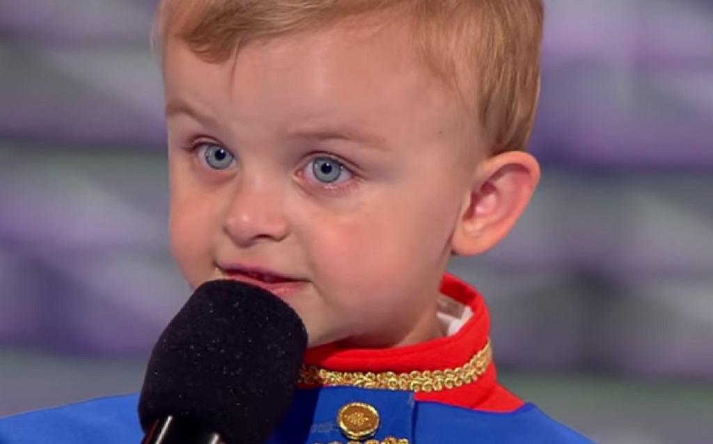 Trzylatek recytuje 'Pana Tadeusza'