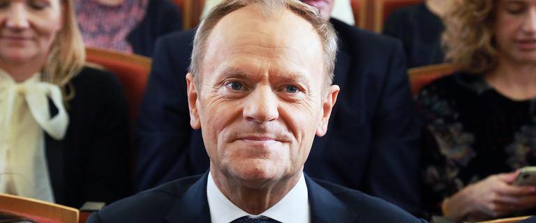 """Donald Tusk ironizuje. Odpowiedział na słowa prezydenta o """"polskich sprawach"""""""