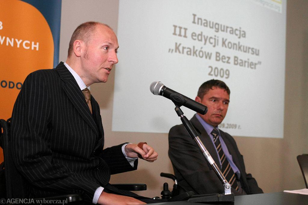 Piotr Pawłowski podczas konferencji dotyczącej III edycji konkursu architektonicznego 'Kraków bez barier' w 2009 roku
