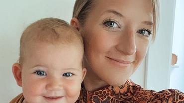 Lara Gessler na intymnym zdjęciu z córką - karmi Nenę piersią