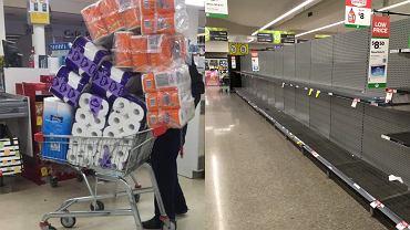 Australia: panika w supermarketach spowodowana lockdownem. Znika papier toaletowy i chleb [ZDJĘCIA]
