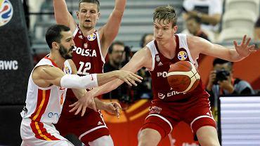 Aleksander Balcerowski ( z piłką) w meczu Polska - Hiszpania