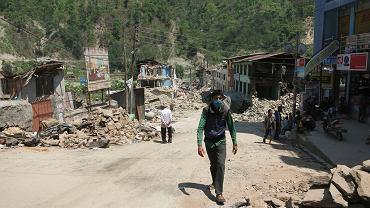 Trzęsienie ziemi w Nepalu przyniosło ogromne straty. Do tej pory potwierdzono śmierć 7 365 osób oraz 14 335 rannych. Aż 8,1 milionów osób potrzebuje natychmiastowego wsparcia. Każdy może pomóc - wejdź na www.pah.org.pl i dowiedz się więcej.