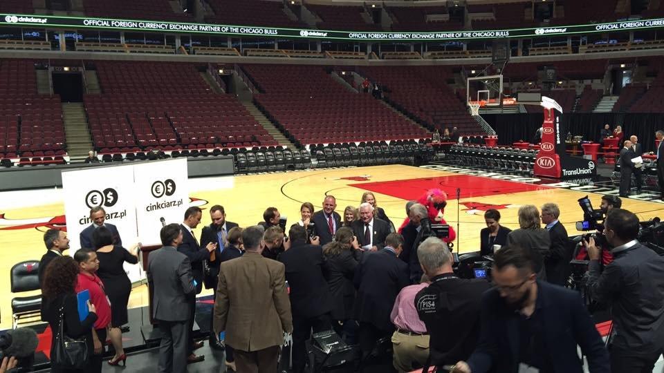 Chicago Bulls i Cinkciarz.pl podpisują  umowę o współpracy