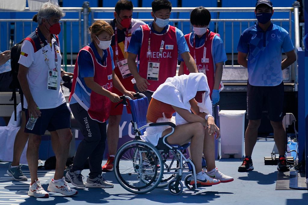 Tokio 2020. Tenisiści wykończeni upałami. Danill Miedwiediew i Paula Badosa zasłabli