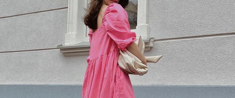 Sukienki w kolorze pudrowego różu podbijają trendy na lato 2021! Mamy hity od 49.99 złotych
