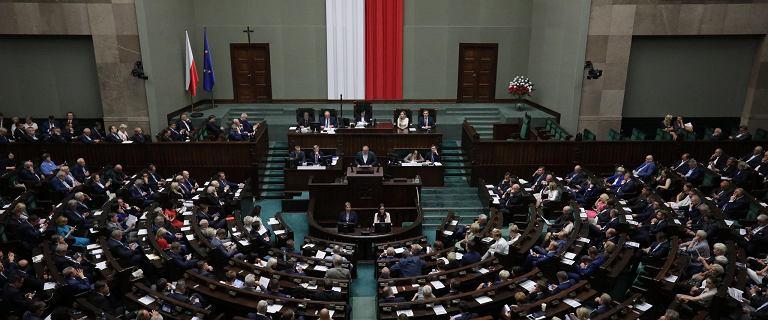 Podwyżki w Sejmie ponad podziałami. 1000 plus na biura