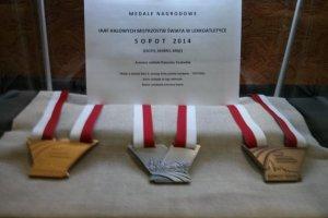 Zaprezentowano medale Halowych Mistrzostw Świata w lekkiej atletyce. Pokazują piękno Sopotu [ZDJĘCIA]