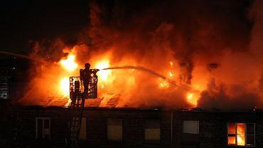 Akcja strażaków podczas pożaru kamienicy na Pradze Północ