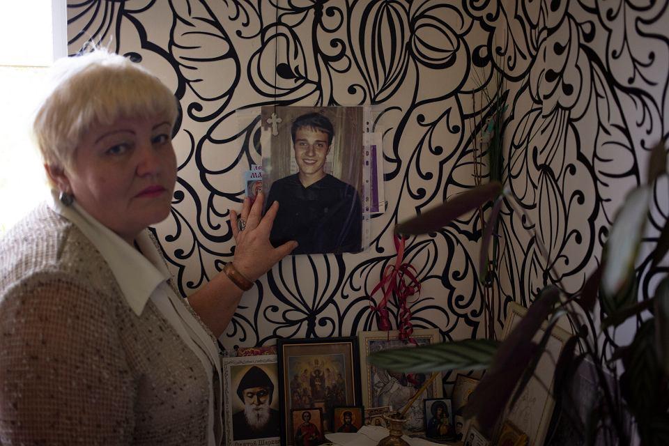 Galina Makarowa w pokoju Maksima. Jej syna skazano na 15 lat więzienia