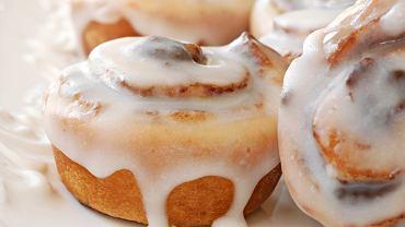 Lukier to jedna z najłatwiejszych do przygotowania, a przy tym bardzo atrakcyjnych dekoracji do ciast i ciasteczek