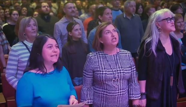 Massive 2000 person Choir! in Ottawa sings ABBA 'Dancing Queen!'