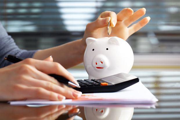 W jakim sposób oszczędzają Polacy? Blisko połowa nie odkłada prawie nic