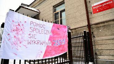 Radom. Protest pracowników pomocy społecznej