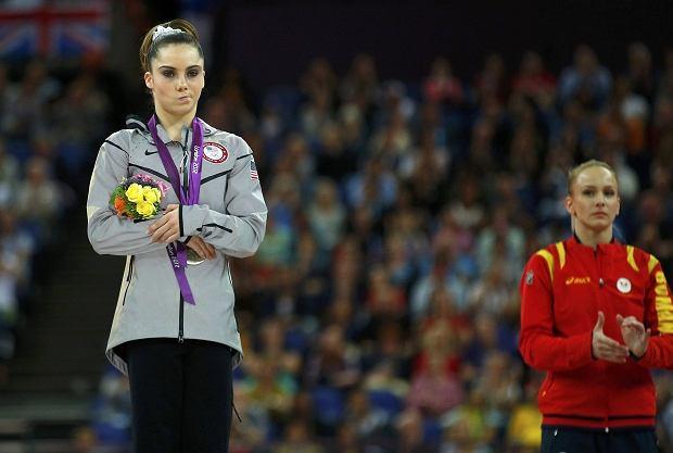Gimnastyczka mogłaby otrzymać złoty medal w kategorii 'obrażona mina'.