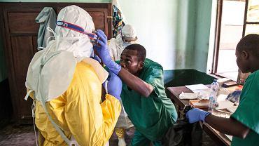 Leczenie osób chorych na Ebolę