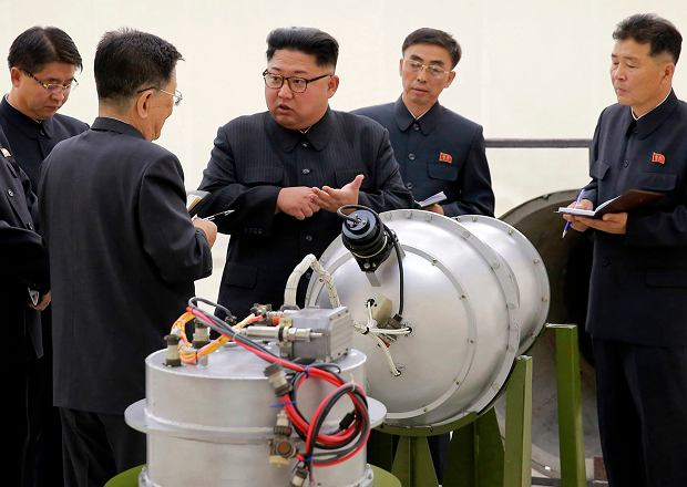 Zdjęcie mające przedstawiać północnokoreański ładunek termojądrowy zminiaturyzowany na tyle, że da się go zainstalować na rakiecie balistycznej