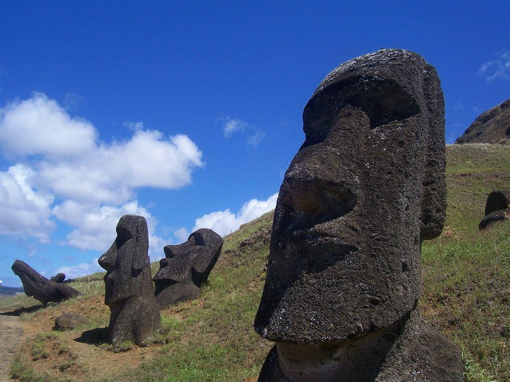 Kamienne posągi na Wyspie Wielkanocnej
