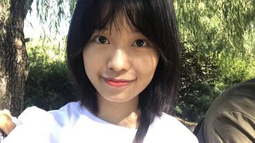 Zhou XiaoXuan funkcjonuje na Weibo, chińskim odpowiedniku Twittera, pod pseudonimem Xian Zi. Jest scenarzystką