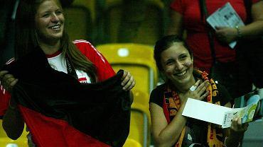 """W pierwszym meczu grupy D, która swoje mecze rozgrywa w Hali Gdynia, doszło do dużej sensacji. Główny faworyt mistrzostw Rosja przegrała z Niemcami 0:3 (20:25, 23:25, 19:25). Tym samym Rosjanie już na początku turnieju bardzo skomplikowali swoją sytuację, a Niemcy potwierdzili, że mogą być """"czarnym koniem"""" imprezy. Zapraszamy na galerię zdjęć z tego meczu."""