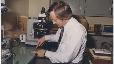 Richard Grzybowski w laboratorium