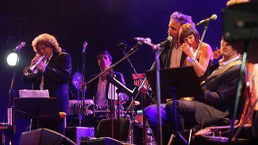 Zbigniew Wodecki z grupą Mitch & Mitch podczas pierwszego dnia OFF Festivalu 2013