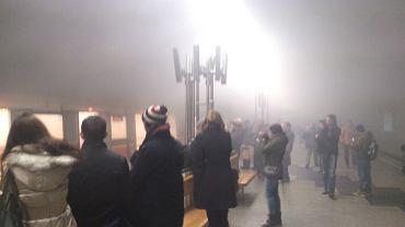 Zdjęcia z zadymionego peronu stacji metra Politechnika, gdzie doszło do pożaru składu Inspiro