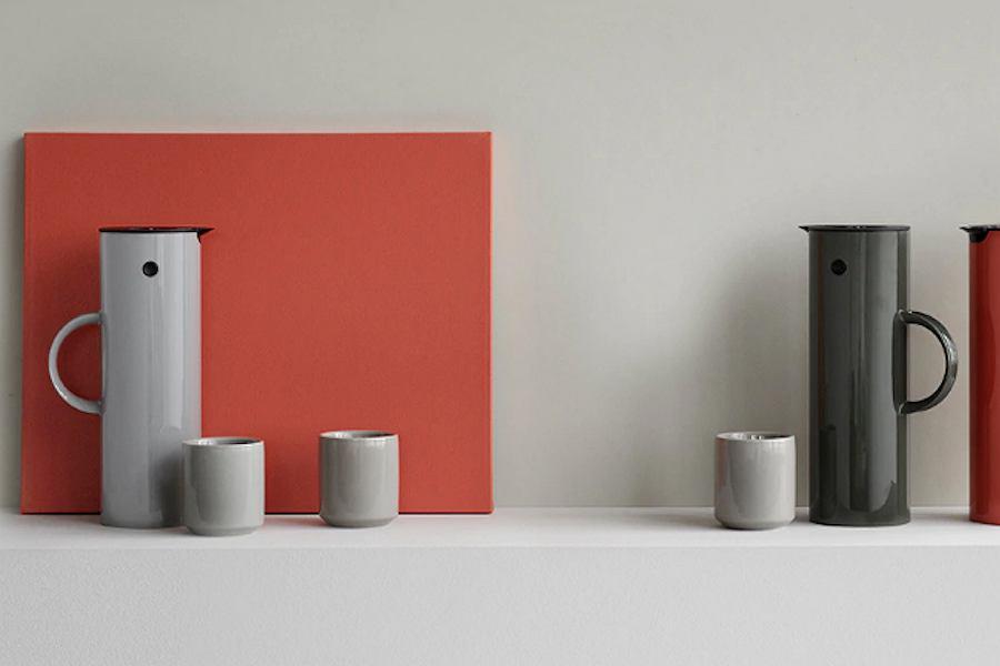 Kolorowe termosy o cylindrycznych kształtach od marki Stelton