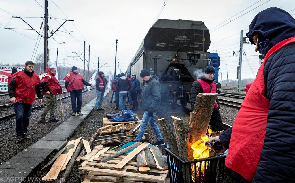 Łaziska Dolne. Górnicy i związkowcy WZZ 'Sierpień 80' sprzeciwiają się importowi węgla do Polski