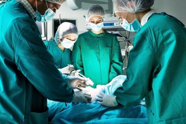 Operacyjne usunięcie guza NET w większości przypadków to wciąż optymalne rozwiązanie terapeutyczne. Nawet w stadiach zaawansowanych częściowa resekcja może poprawić jakość życia i je przedłużyć
