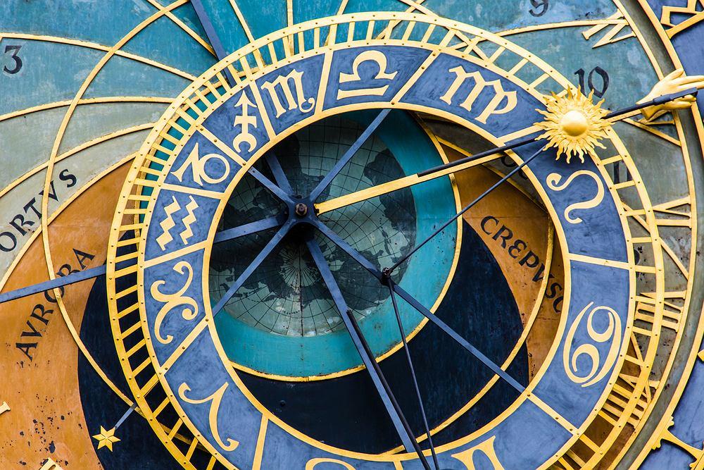 Horoskop dzienny na czwartek 4 lutego - Barany mogą dziś liczyć na relaks, Strzelce muszą zawalczyć o związek. Zdjęcie ilustracyjne