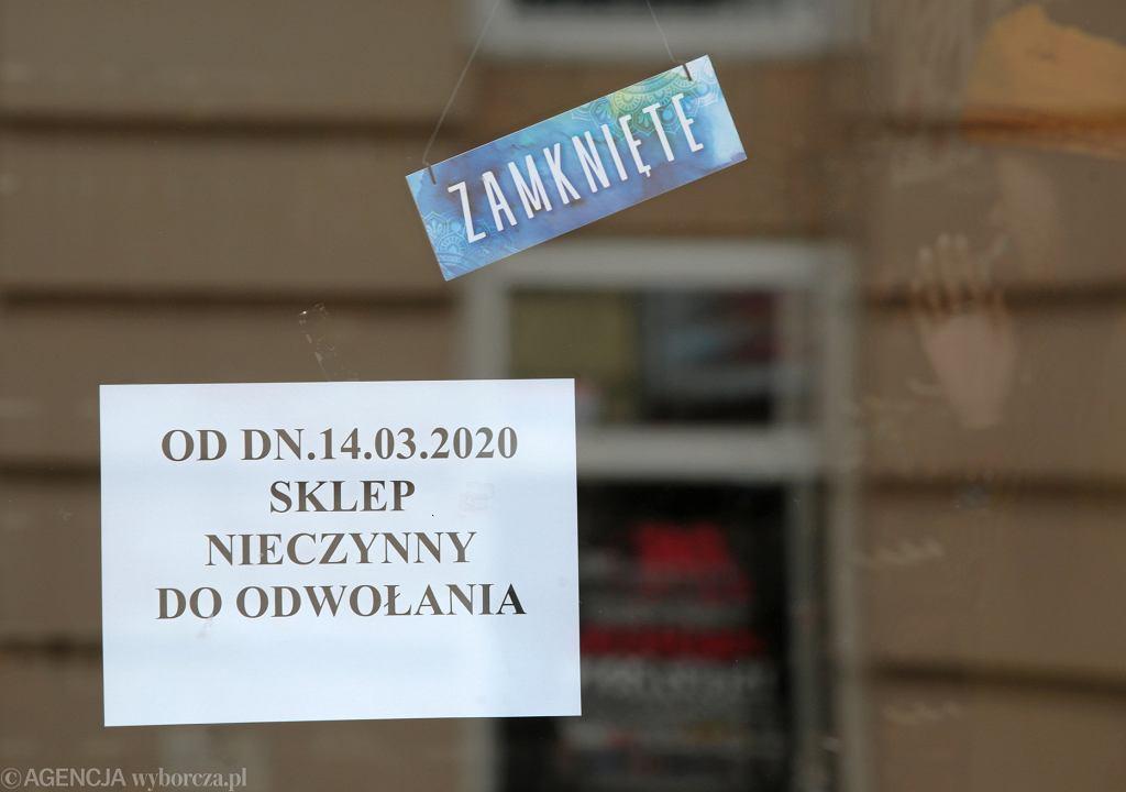 Sklep zamknięty z powodu pandemii koronawirusa, Kielce.