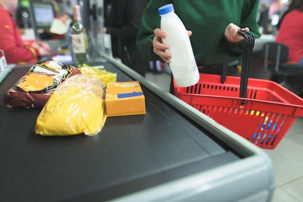 Jeśli mamy mało zakupów, a bardzo nam się spieszy, nie wahajmy się poprosić, by inni klienci nas przepuścili