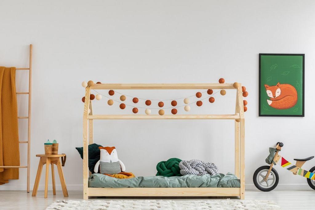 Łóżko domek - na jego konstrukcji możemy umieścić efektowną girlandę świetlną