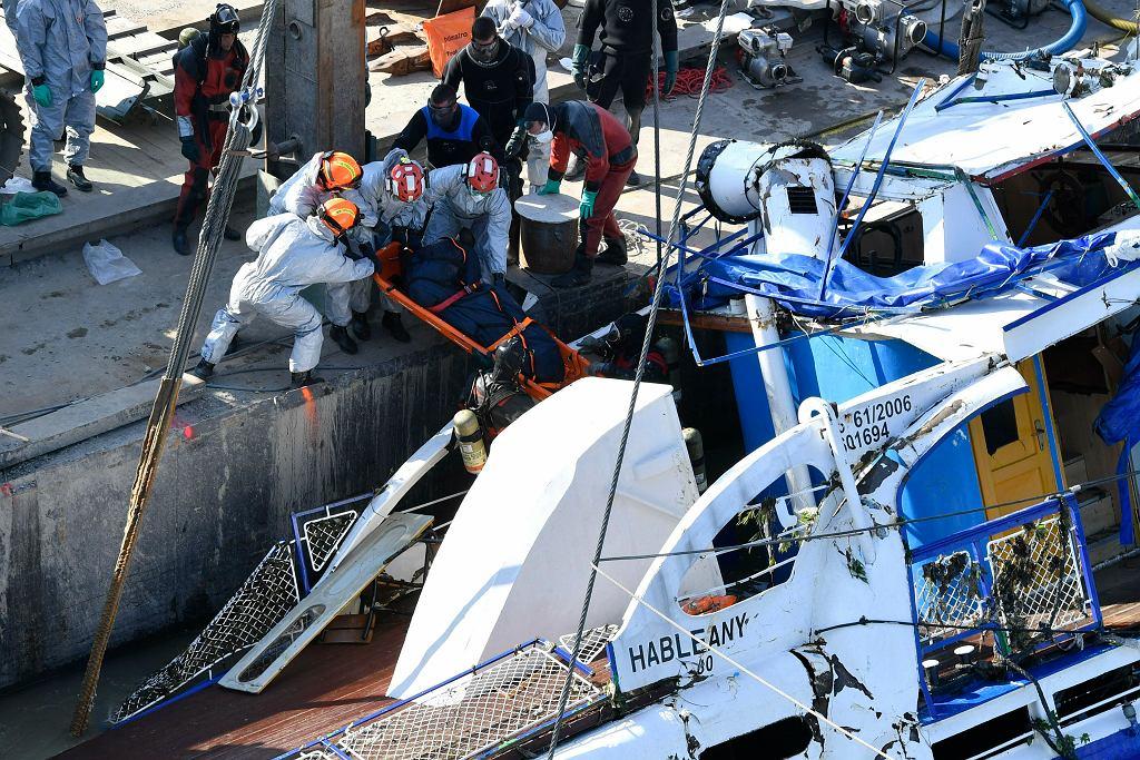 Próba wydobycia statku turystycznego, który pod koniec maja zatonął na Dunaju w Budapeszcie.