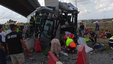 Hiszpania: wypadek autokaru w Aviles. Pięć ofiar, 16 rannych