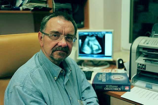 Prof. Romuald Dębski, kierownik Kliniki Położnictwa i Ginekologii w szpitalu Bielańskim w Warszawie