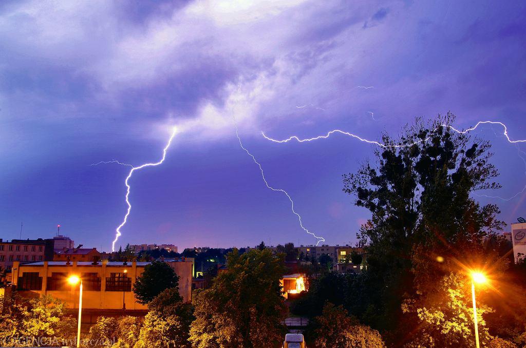 Prognoza pogody. Na początku tygodnia mogą wystąpić intensywne burze z gradem. Zdjęcie ilustracyjne